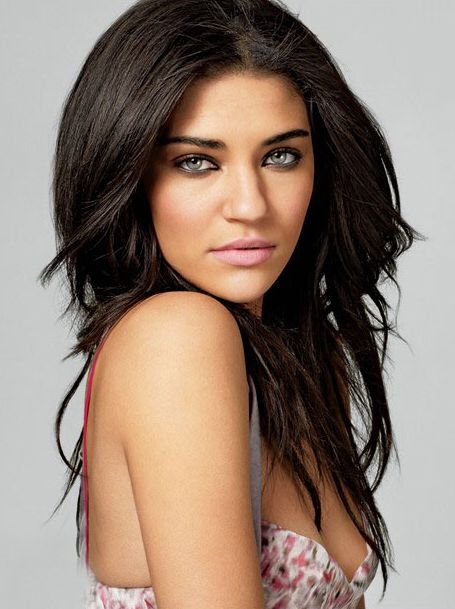 Tru Bennett (Jessica Szohr) in The Mighty Storm By Samantha Towle