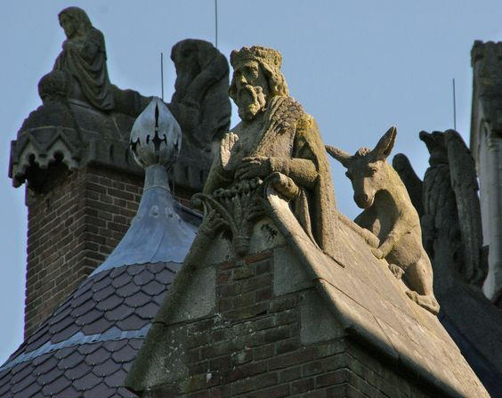 https://flic.kr/p/6wqrT3 | Small statues on a big church | The Sint Bavo (youngest) in Haarlem The Netherlands