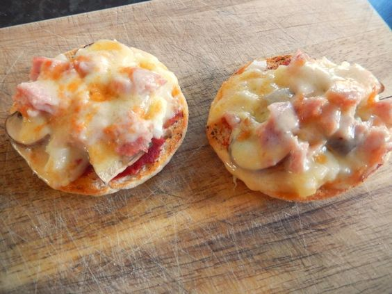 Pizza Muffins http://www.mrsdloves.com/2015/02/pizza-muffins.html
