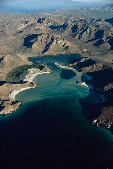 National Geographic - Vue aérienne de la plage Balandra en Basse Californie, au Mexique (Octobre 1972)