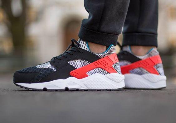 Nike Air Huarache: Black/Red