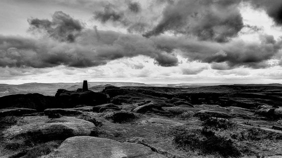 Stanage Popular End, windy, sunny, and gloomy