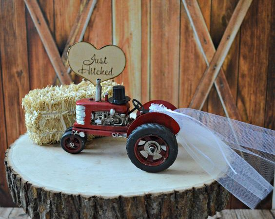 Tractor-John Deer-western-rustic-barn-wedding-cake topper-farm-ranch-cow-farmer-groom's cake-red tractor-country wedding-hunting-barn-sign von MorganTheCreator auf Etsy https://www.etsy.com/de/listing/168318775/tractor-john-deer-western-rustic-barn