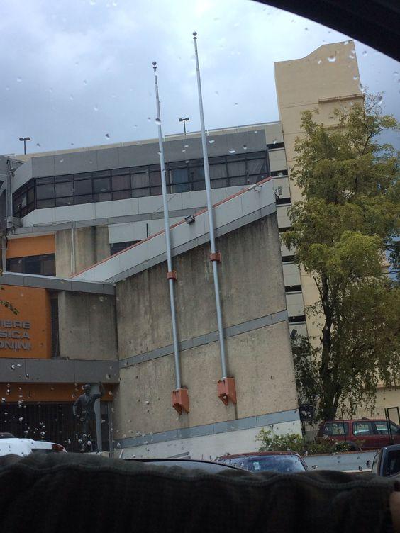 La escuela Libre de Mùsica no cumple con el reglamento.  9 de abril de 2014 a eso de la 1:50p.m.