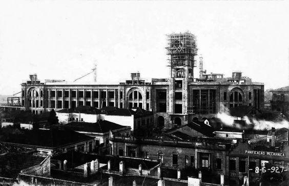 Estação Júlio Prestes em obras de construção no ano de 1927.Projetada por Cristiano Stockler, foi inaugurada em 1938