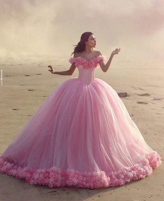 Julia is dreaming of being a princess again.                                                                                                                                                      Mehr