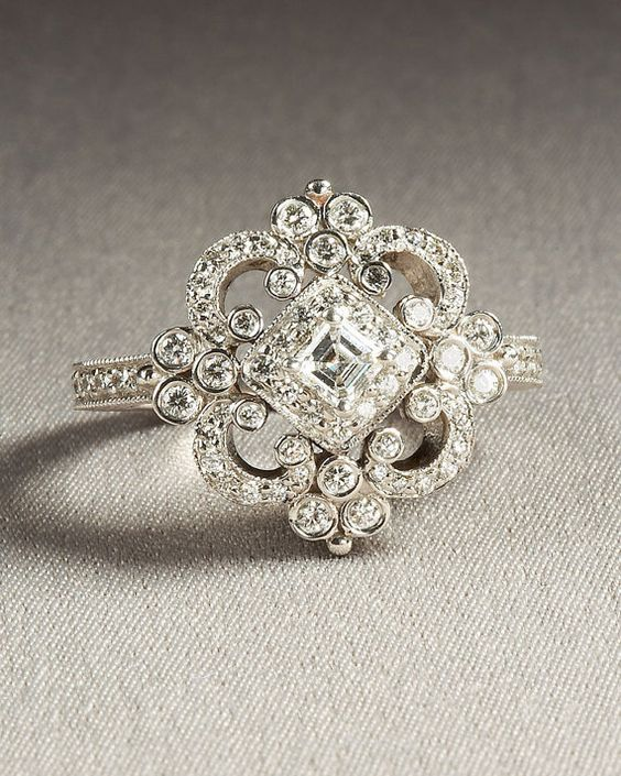 Vintage ring. This is so gorgeous.