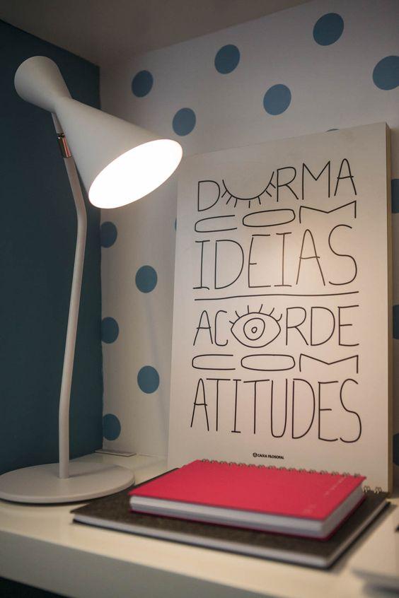 Poster na cabeceira da cama: