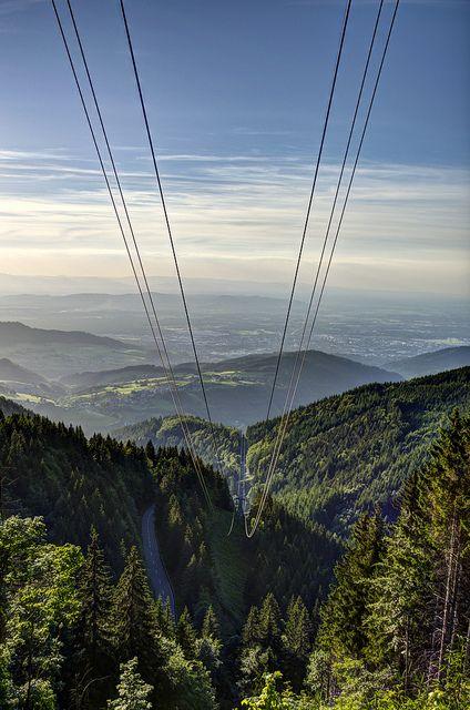 Schwarzwald - Ob Berg oder Tal, Kurve oder Gerade, Wasserfälle oder Weinregionen – hier kommen Sie voll auf Ihre Kosten. Erleben Sie unvergessliche Tage im Südschwarzwald im Dreiländereck. Machen Sie eine Tour auf den Feldberg und lassen Sie sich von dem Blick ins Tal verzaubern.http://www.reisehummel.de/kurzreise/suchen/Benzin_im_Blut_-_Deutschlands_sch%C3%B6nste_Motorradstrecken/1905.html