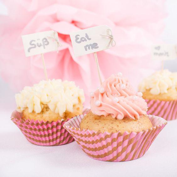#CupCake-Förmchen in Pink und Rosa: http://www.meine-hochzeitsdeko.de/muffinfoermchen-hochzeit-pink