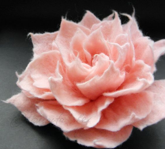 Sweet Pink Filz Blume Brosche 45 Zoll von Brigite auf Etsy, $22.00