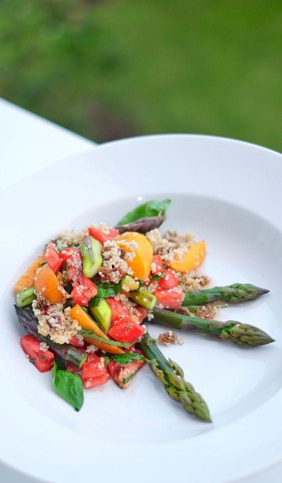 Spargel-Kuskus / Couscous Sommersalat, darf bei einer Grillparty einfach nicht fehlen, solange es Spargel gibt. Geht aber auch prima ausserhalb der Spargelsaison mit grünen Erbsen. Lecker, süß, fruchtig, scharf, exotisch, marokkanisch, Salat
