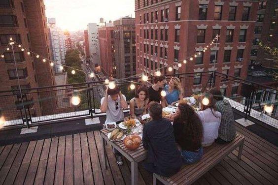 Illuminazione terrazzo - Terrazzo con luci sospese   Rooftop and ...