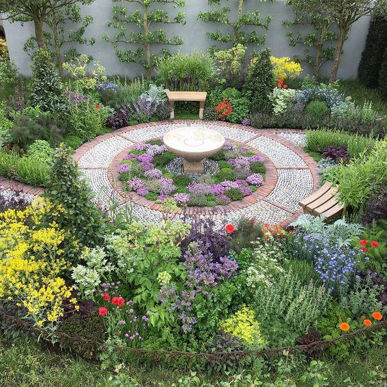 Jekka McVicar designed this Modern Apothecary garden for the Chelsea Flower Show 2016