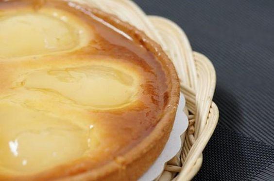 """750g vous propose la recette """"Tarte amandine aux poires"""" publiée par Chef Damien."""