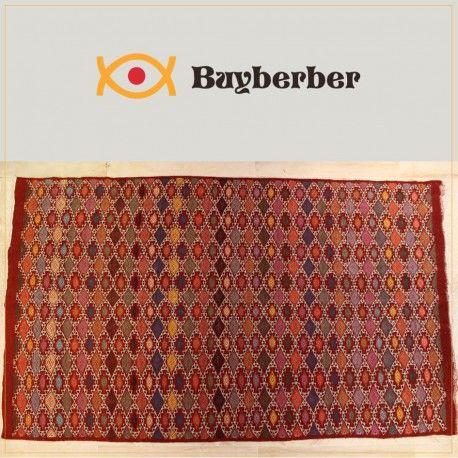 Margoum Ambre rouge Pièce unique, tissage ras entièrement à la main en laine de mouton. Utilisé comme tapis de sol.