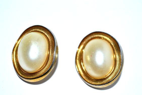 Avon Clip On Earrings Stud Circle Jewelry Women Casual #ER 1 74 by eventsmatters on Etsy