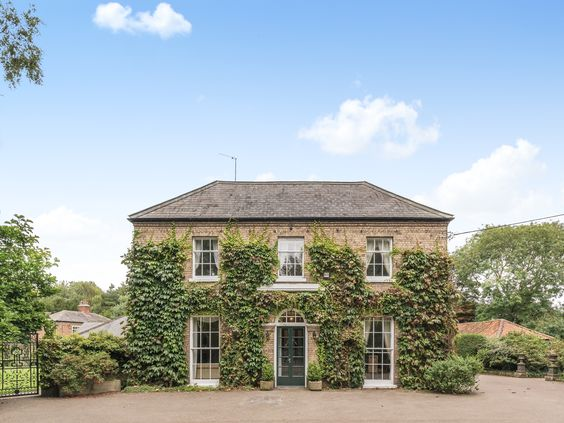 A Superb Hall And Separate Cottage Together Sleeping Up To 20 Guests Ideal For Large Family Get Togethers Reunions Large Holiday Homes English House Cottage