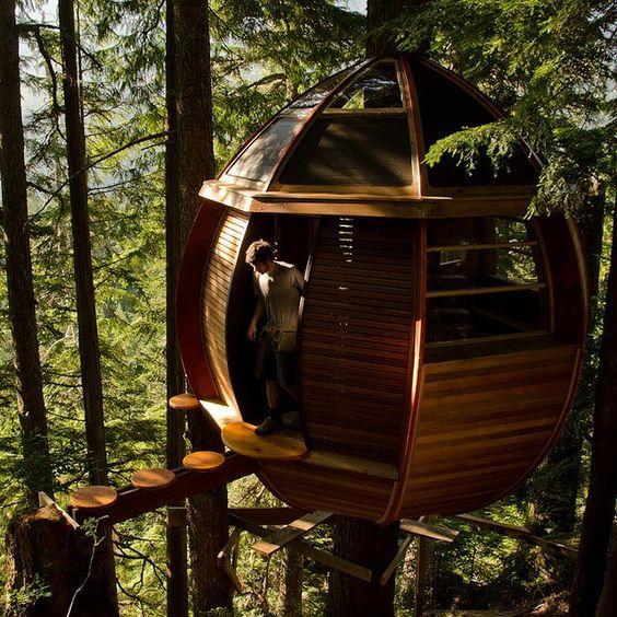 Das Geländer der Baumhaus Treppe besteht aus einem Drahtgitter
