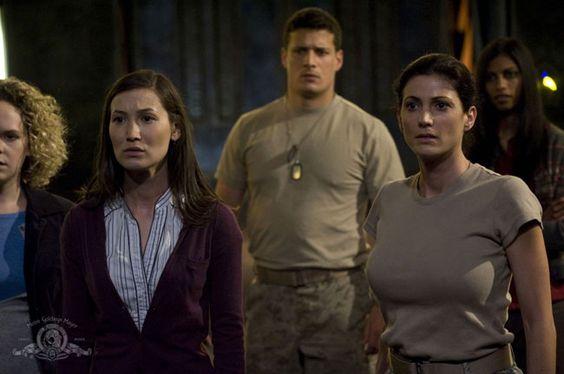 Stargate Universe : Jennifer Spence, Julia Benson