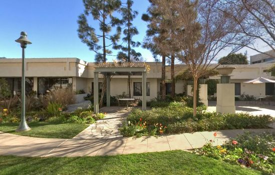Step into the best of Pasadena at Villa Gardens retirement
