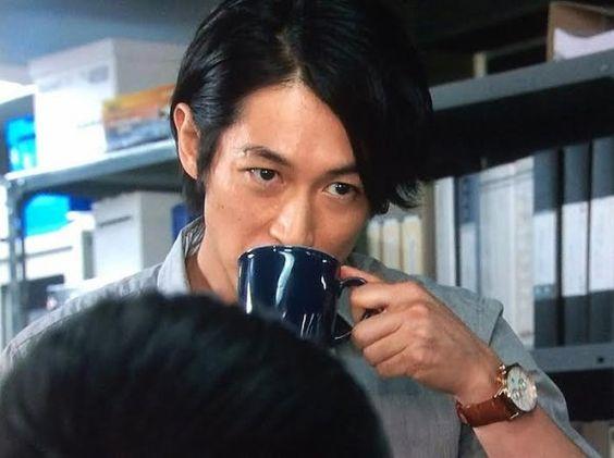 マグカップとかっこいいディーンフジオカ