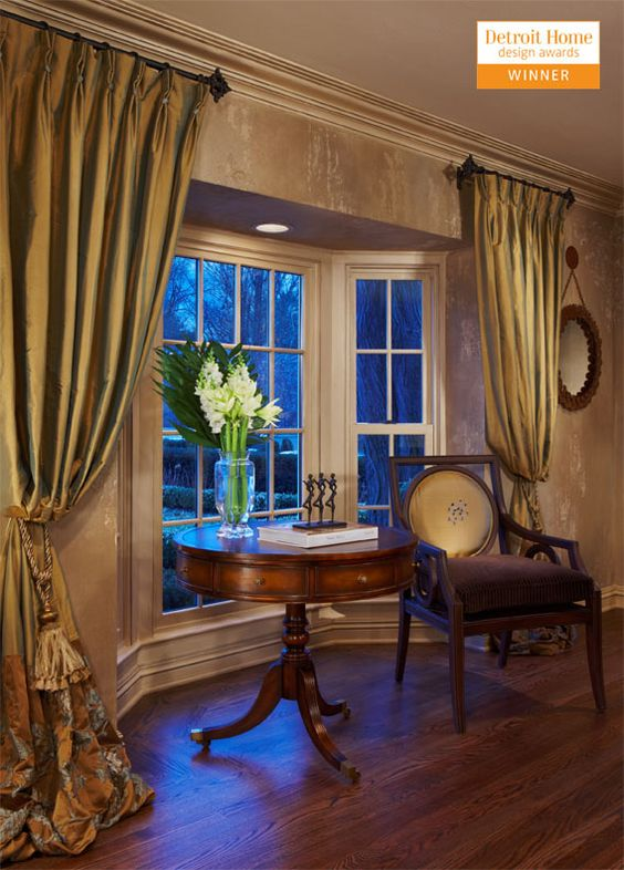 Bay windows bays and window on pinterest for Bedroom bay window treatments