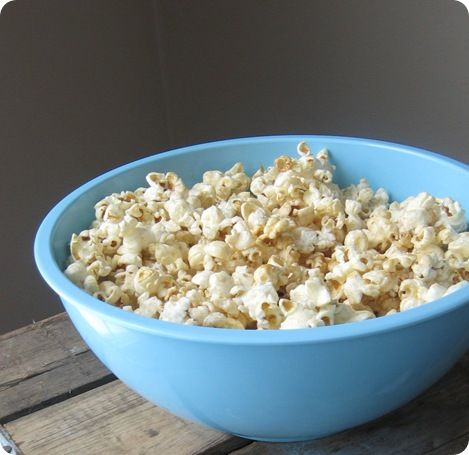 I just found one of these popcorn poppers at a thrift store. Thinking fall. Fairs.  Kettle corn for our fall Pinterest party!