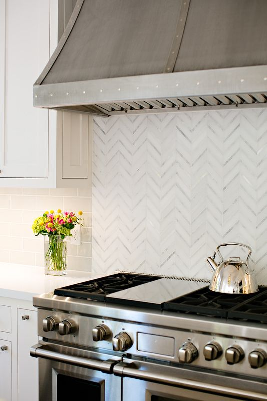 a more closer up of the backsplash love the stove