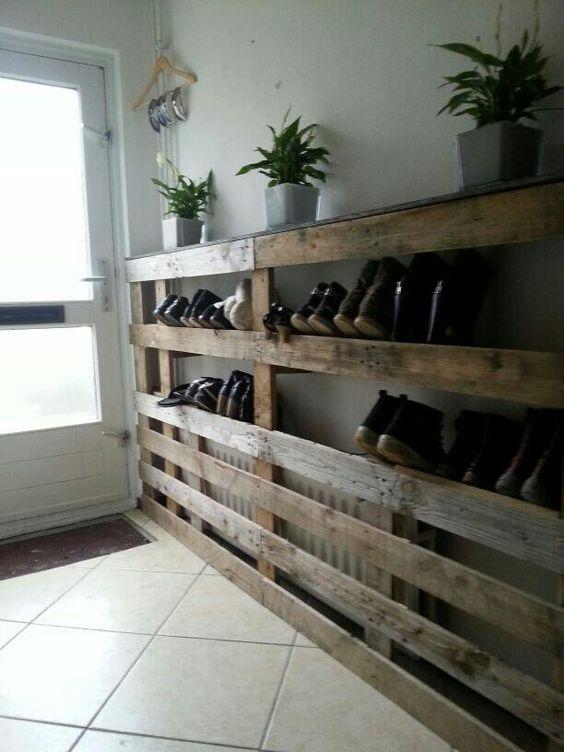 des palettes comme porte chaussures int rieur maison pinterest tag res chaussures de. Black Bedroom Furniture Sets. Home Design Ideas