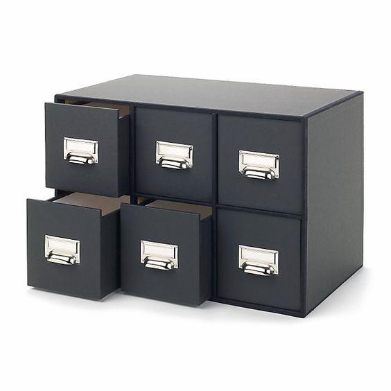 Mit 6 Schubladen für insgesamt 150 CDs aus Sperrholz, marmoriertem Kaschierpapier und Buchbinderleinen. H 35 x B 51 x T 30... - CD-Schub sechsfach