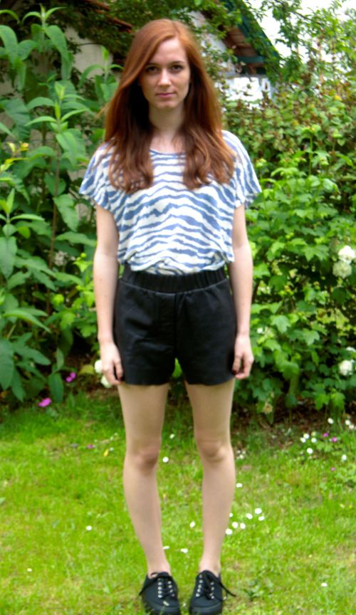 Clote porte le t-shirt TOCTAVE bleu Sud express sur son blog My name is Clote