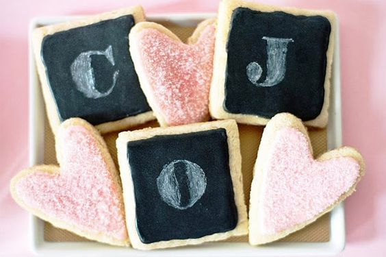 I love the #chalkboard effect of these charcoal iced initial cookies dusted with white.