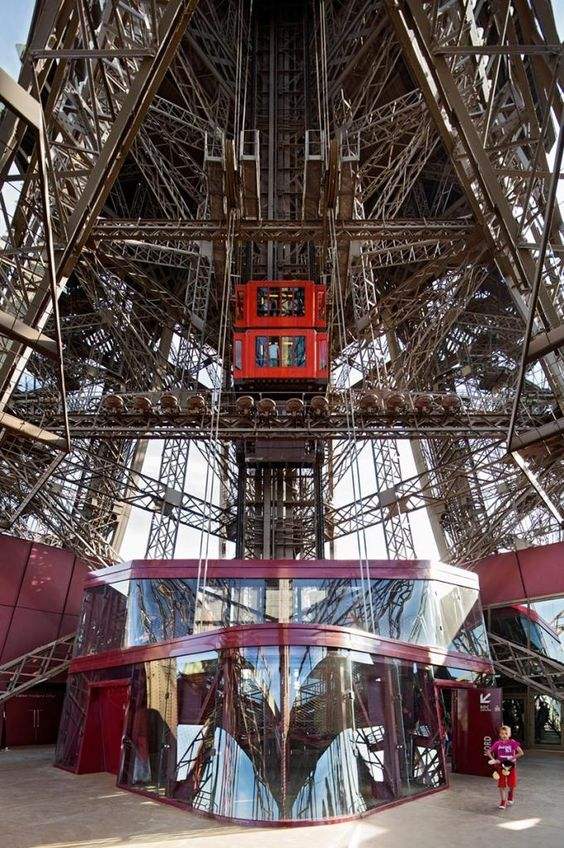 Eiffel Tower, Paris. New facilities on the 1st floor by Moatti-Rivière Agency. Photography © Michel Denancé. Click above to see larger image.