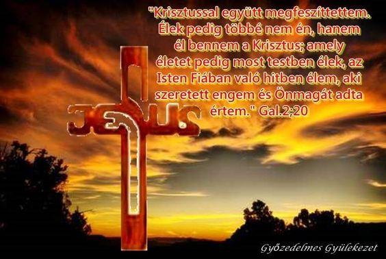 ...él bennem a Krisztus