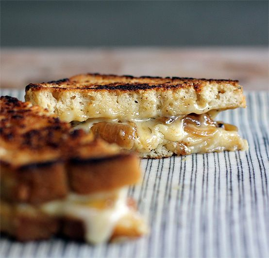 Grilled Beer & Cheese Sandwich by honestfare.com: Beer bread, cheddar and fontina cheeses, white onions, oregano, Worcestershire sauce and Dijon mustard. #Grilled_Cheese_Sandwich #Beer_Bread #honestfare