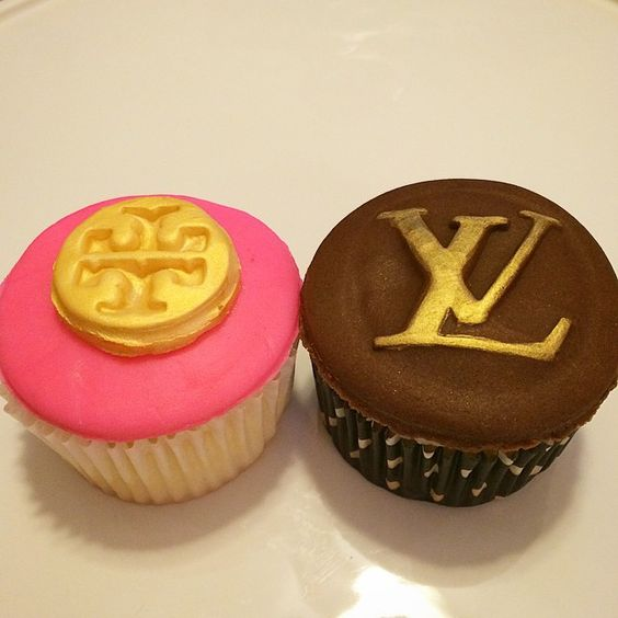 #tbt to two of my favorite #cupcakes  #toryburch #louisvuitton