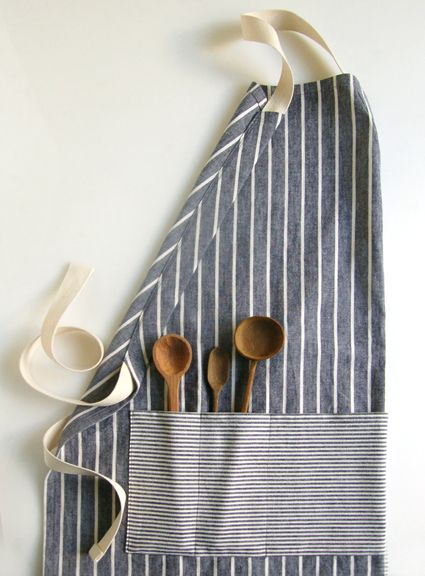 Molly's Sketchbook: Adjustable UnisexApron -- the purl bee~ tuto..and I love the spoons..link to them on the site.