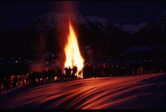 Funken #Feuer im #Allgäu - #Brauchtum #Tradition #Bayern