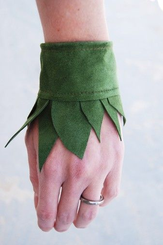 leaf cuffs. It's no longer available, but I think I could make this with felt (and some pretty embroidery etc) for my Elf character. :)