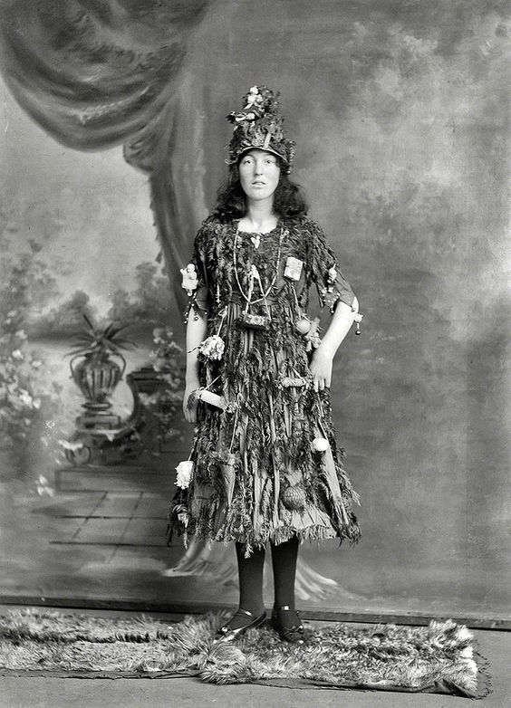 Studio portrait of a young woman in Christmas tree dress and hat costume. Christchurch, New Zealand, 1910  http://www.ifitshipitshere.com/20-great-vintage-christmas-photos-early-1900s/