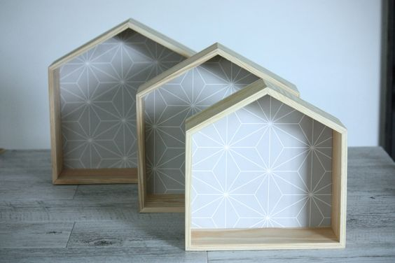 Etagère en bois en forme de maison taille 1-2-3 fond formes géométrique griss : Décoration pour enfants par ma-caisse-a-jouets