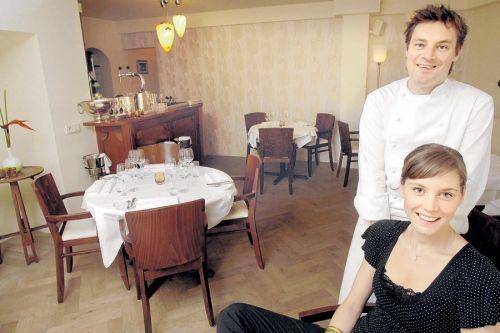 Restaurant vesters in nijmegen koos onder andere voor verlichting en behang van art deco - Behang voor restaurant ...