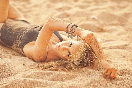 La costruzione dell'autostima del brutto anatroccolo Continua -> http://www.storiedicoaching.com/2015/11/16/bellezza-e-autostima-del-brutto-anatroccolo/ #coach #bellezza #consulenza #dieta #immagine #modello #palestra #potenziale #soldi #specchio #autostima #feedback #insoddisfazione #obiettivo #problema #rabbia #risultati #accettare #cominciare #cambiare #sabbia #donna #ragazza