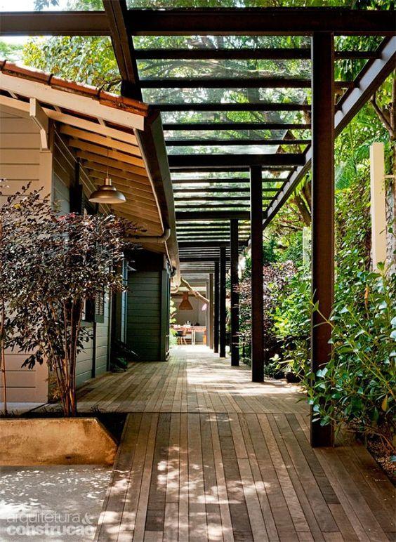 Fazer cobertura de pequena área de churrasqueira com telhas de vidro - Duque de Caxias (Rio de Janeiro) | Habitissimo
