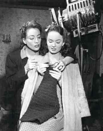 Joan Crawford teaching Ann Blyth to knit on Mildred Pierce: