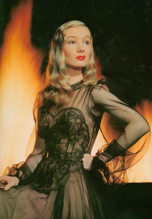 """United Artists Pictures ' Me casé con una bruja """" (1942 ) vestido diseñado por Edith Head de Veronica Lake."""