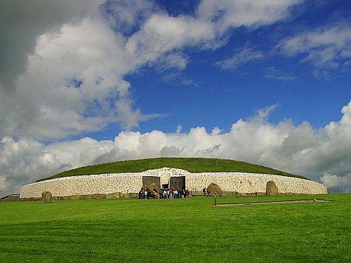 la grange ireland | construit autour de 3200 avant JC, soit près de 600 ans avant la ...