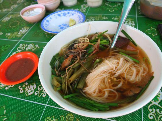 Nom banh chok, một món ăn dân giã của người dân Campuchia