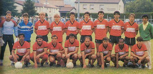 Le Puy 1986-87. De gauche à droite, debout : Thomas, Lemonnier, Lepeltier, Lachassagne, Pérez, Auniac, Bonin, Hector Bargas, Wolff, Hugo Bargas (entraîneur). Accroupis : Nosibor, Bisbal, Nourrisson, Carrot, Antonetti, Gandolfi, Silva, Pastor.